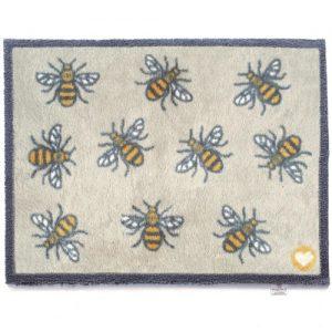 Hug Rug Bee 1